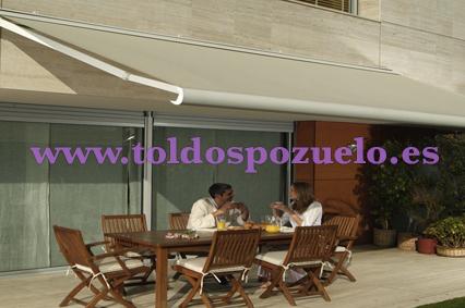 TOLDO EXTENSIBLE CON COFRE STORBOX 300 | TOLDOS POZUELO
